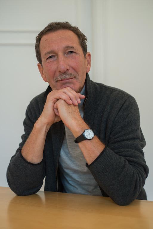 Martin Soder an seinem Schreibtisch im Berliner Yoga Zentrum (BYZ)