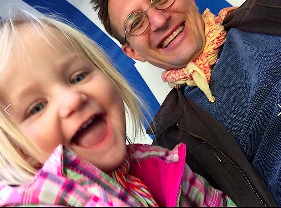 Yogalehrer Stefan Satt mit Tochter